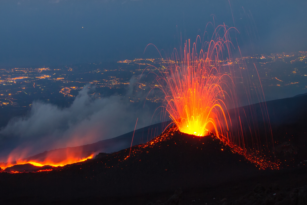 Vulcano Etna in eruzione