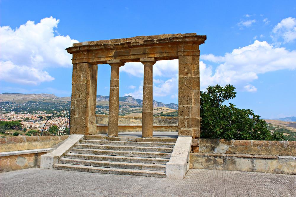 Una terrazza panoramica di Sambuca di Sicilia
