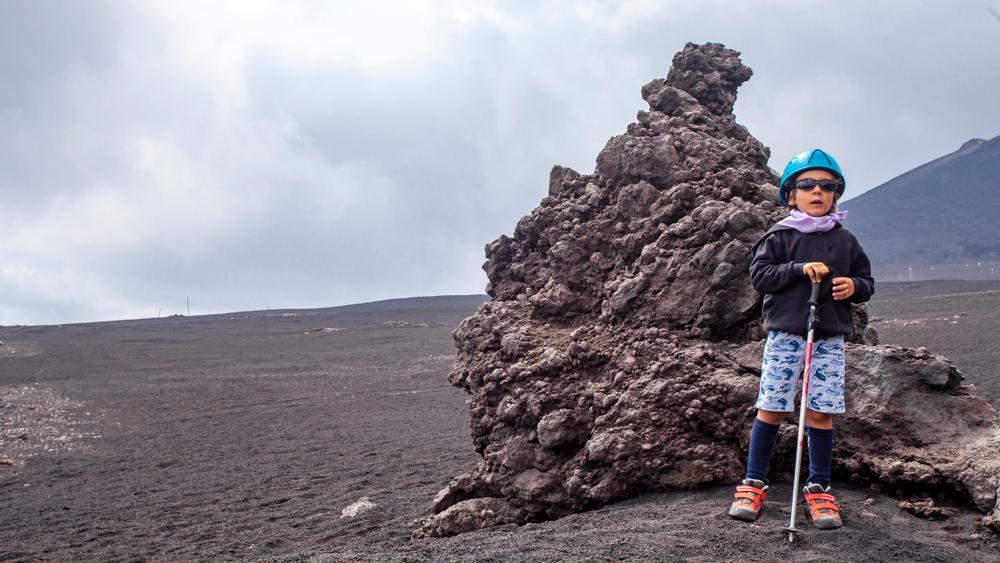 Bambino sull'Etna